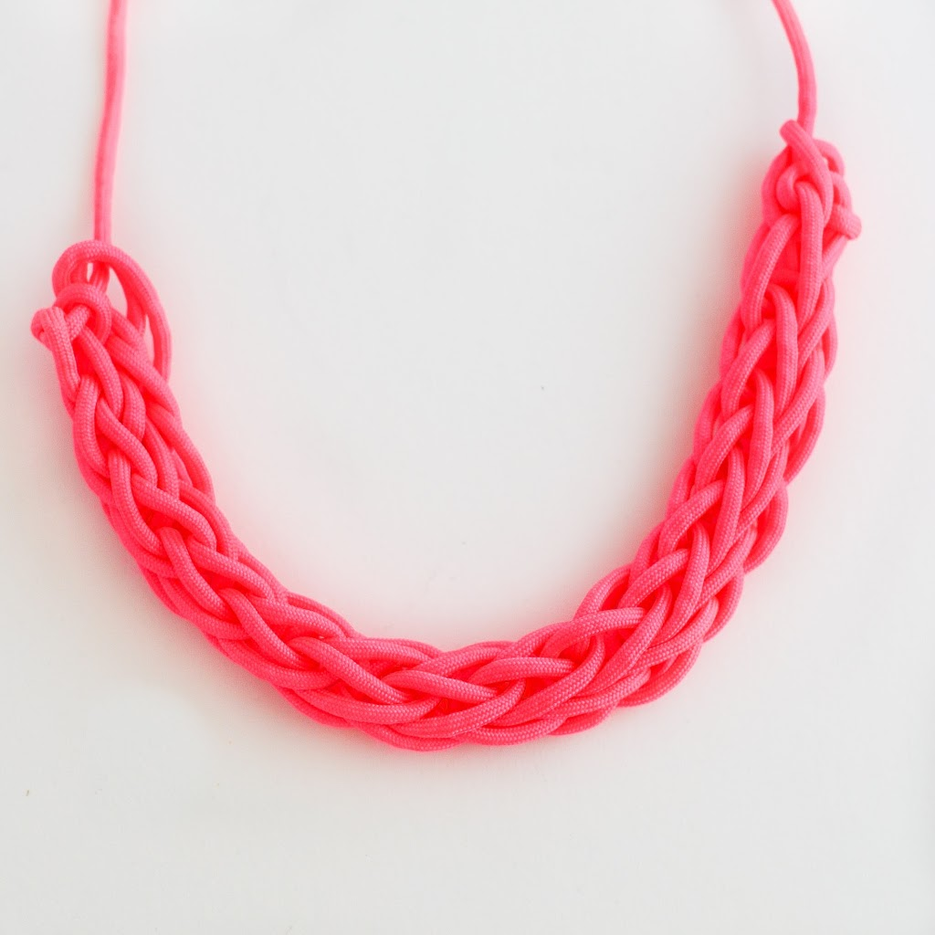 DIY Stylish Finger Knit Necklace