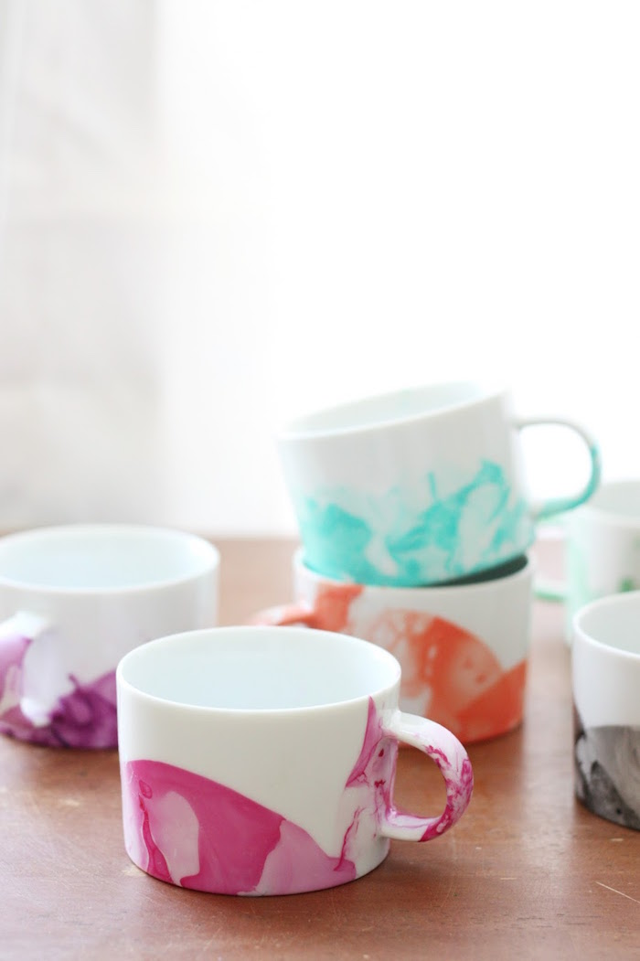 Easy Marbled DIY Mugs