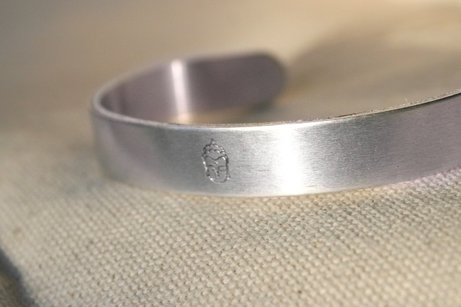 bracelet front lit