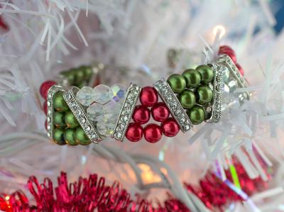 Beautiful-Beaded-Christmas-Bracelet-400W