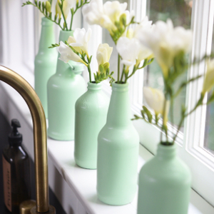 Rustic-Painted-Bottle-Vases2--1--_ArticleImage-CategoryPage_ID-717580