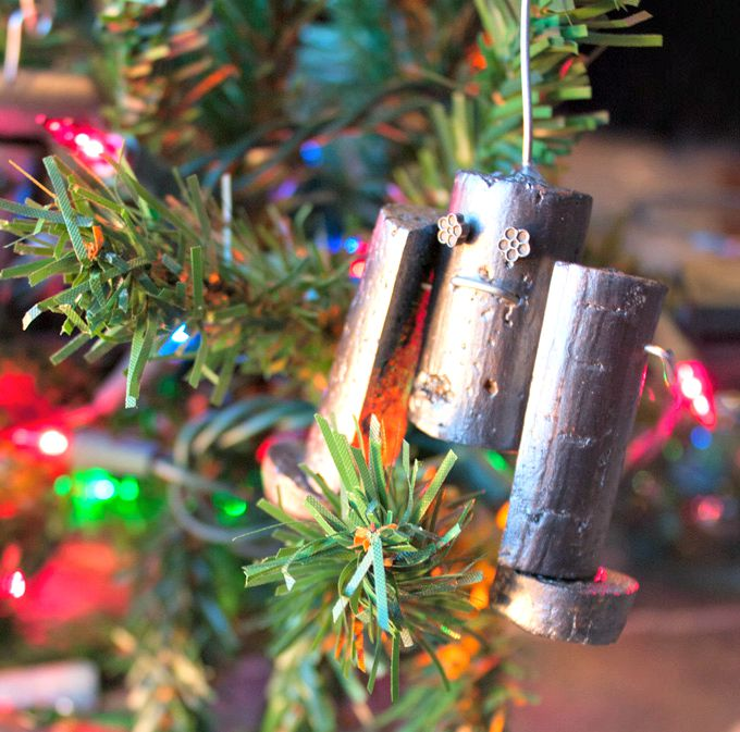 DIY Shiny Robot Ornaments From Wine Corks