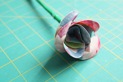 the-easiest-duct-tape-flowers_ArticleImage-CategoryPage_ID-859474