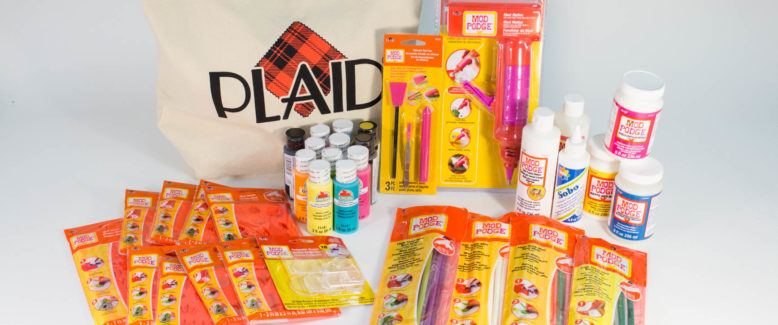 Operation Christmas Child: Meet the #CrazyShoeboxLady + Plaid Giveaway!